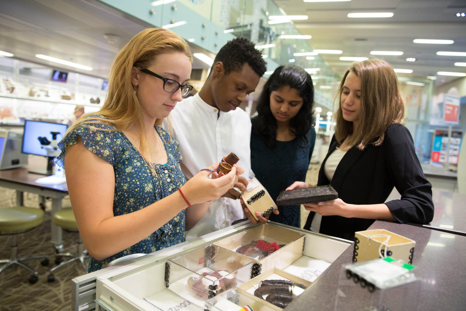 Students examine Museum collection objects as part of a Q?rius school program. Photo by Jennifer Renteria, Smithsonian.